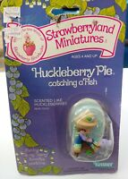 VINTAGE 1982 KENNER CARDED STRAWBERRY SHORTCAKE MINIATURE HUCKLEBERRY PIE FISH