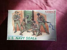 Maquette  DRAGON 1/35 SOLDAT FIGURINE US NAVY SEALS complet déjà peint