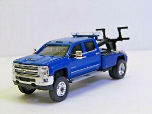 dcp/greenlight dually Custom lifted blue Chevy Silverado 3500 tow truck  1/64.
