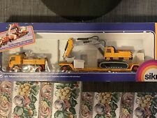 Siku 4111 Die Cast 1:55 Scale Lorry With Trailer And Excavator
