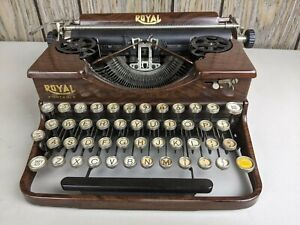Vintage 1928 Royal Model P Wood Grain Portable Typewriter