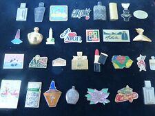 Lot de 30 pin's parfums