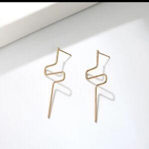 "Gold Toned ""Zig Zag"" Fashion Earrings. BRAND NEW."