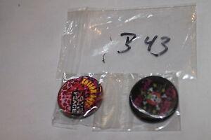 2 Buttons,Anstecker,Pins,3D,mit Nadel,#B43