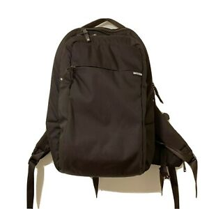 INCASE Designs ICON Lite Laptop Backpack Has Some Scratches