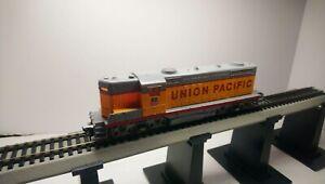 AHM HO Train Union Pacific EMD GP18 Lighted Dummy Diesel Locomotive