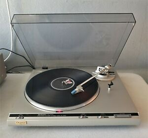 Vintage Technics SL-Q300 Direct Drive Turntable in very good working order.