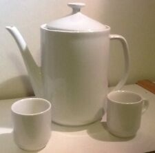 Set of Tea/Coffee Pot with 2 sm Cups: white, simple Design
