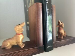 geschnitzte Dackel Hund Teckel Buchstütze CD/DVD Stütze Holz Handarbeit