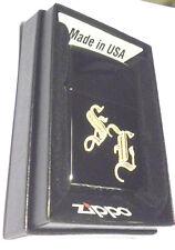 3653 Zippo Feuerzeug mit Wunschgravur Initialen in altdeutscher Schrift