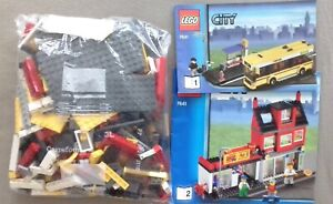 LEGO 7641 City corner (#1) Pizza bus w/ booklets (missing 2 pcs only, see desc)