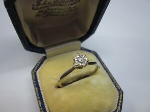 A Gorgeous Ladies 9ct White Gold 0.13ct Diamond Solitaire Engagement Ring Size O