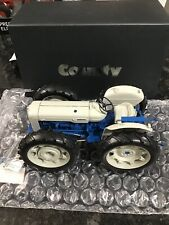 UNIVERSAL HOBBIES 1/16 SCALE FORD COUNTY SUPER 4 TRACTOR   BN   2781