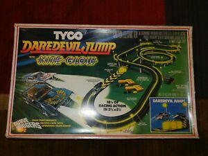 Tyco Daredevil Jump Nite Glow Curve Huggers Set in Box + Cars Vintage