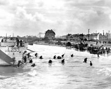 9TH CANADIAN INFANTRY BRIGADE ARRIVES AT JUNO BEACH ON D-DAY 8X10 PHOTO (AA-865)