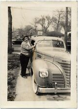 1939 PLYMOUTH MAN SHINING CAR PHOTO