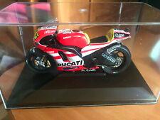 Moto miniature Valentino Rossi 46 Ducati Desmosedici 11 Championship 2011 1/18