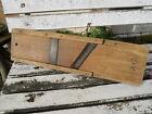 Ancienne grande râpe en bois et fer , déco cuisine loft , monogramme A.J , XIXe