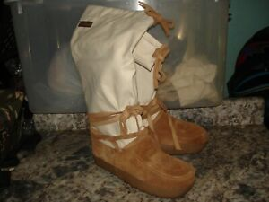 Steger Mukluks Womens moosehide  Winter Boots Ivory Mid Calf Lace Up size 11
