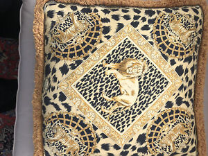 Gianni versace Silk Pillow.100% Authentic