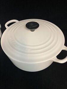 Le Creuset France Cast Iron Dutch Oven White 3.5 Qt. #22 with Lid
