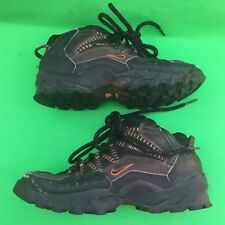 NIKE youth boy's fashion walking shoes size--2.5Y