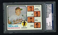 Earl Weaver Autographe Signé Auto 1973 Topps Baseball Carte #136 PSA Slabbed