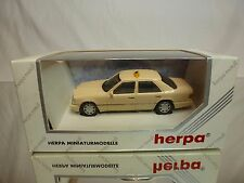 HERPA MERCEDES BENZ E 320 LIMOUSINE - TAXI - CREAM 1:43 - EXCELLENT IN BOX