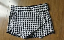 black and white ZARA skort shorts sz.S in euc