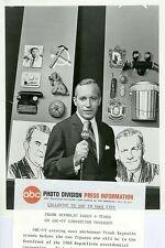 FRANK REYNOLDS PORTRAIT ABC NEWS CONVENTION COVERAGE ORIGINAL 1968 ABC TV PHOTO