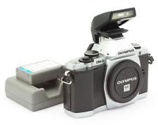 Olympus OM-D Digital Camera Body Mod. E-M5 + Flash 4FS1