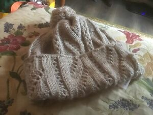 TOTES ISOTONER KNITTED BOBBLE HAT. LIGHT BROWN. ONE SIZE. VGC