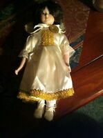 "SNOW WHITE DOLL PORCELAIN FAIRY TALE LAND OF ENCHANTMENT 12"" (VINTAGE)"