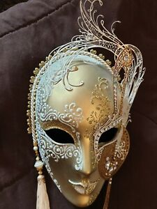 Pre-owned: Gorgeous  Collectors Venetian Gold Mask