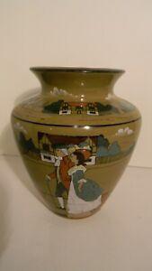 Buffalo Deldare Vase with 3 Women Pictured