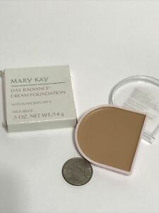 Mary Kay 6303 .5 oz Day Radiance Cream Foundation True Beige SPF 8 NEW OLD STOCK
