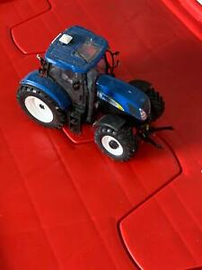 1:32 scale Universal Hobbies New Holland T6090 tractor