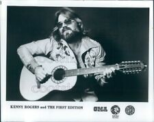1979 Press Photo Country Singer Kenny Rogers Playing Ovation 12 String Guitar