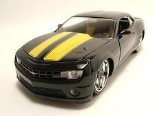 Chevrolet Camaro SS 2010 negro/amarillo, Coche a escala 1:24 / Jada Toys