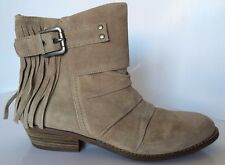 New GUESS Women's Boots Size 6 M