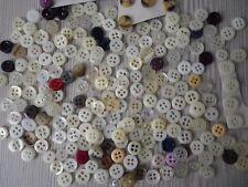 234 très petits boutons variés, (P2) pr vêtement enfants/poupées,Diam.0,8-0,9 cm