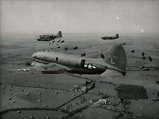 Camps d'AVORS c. 1945 - Lâcher de Parachutistes - AV3