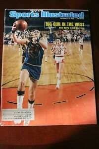 Sports Illustrated - December 16, 1974 Rick Barry of the Warriors