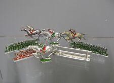Lot  de figurines. Course hippique tiercé jockey cheval de course. Jouet ancien.