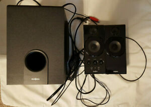 Insignia 2.1 Powered PC Speakers ( NS-PCS41 ) 2 Speakers / 1 Subwoofer