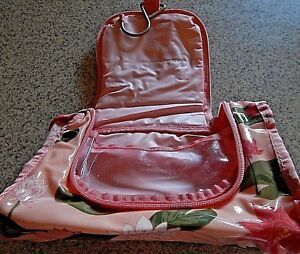 NICE FULL SIZE LOTS OF ROOM CARRYALL, MEDICATIONS, SHOWER, OR MAKEUP TRAVEL BAG