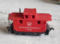Vintage HO Scale Mantua Pennsylvania 758 Bobber Caboose Car