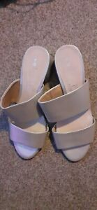 Ladoes Size 9 Silver Shoes