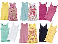 Mädchen-Kleidung abgerissen