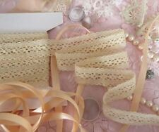 Tessuti e stoffe beige in pizzo per hobby creativi